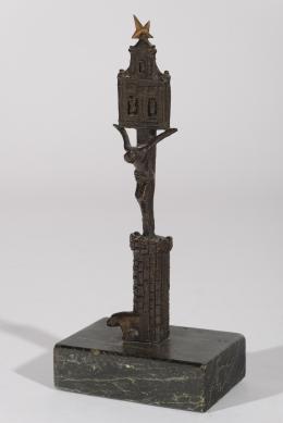 SANTIAGO DE SANTIAGO (Navaescurial, Avila, 1925) Columna con Cristo crucificado