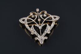 BROCHE Realizado en oro y oro blanco calado con diamantes tallas brillante antigua, rosa, rosa holandesa y cojín, peso total aproximado:1.15 ct.