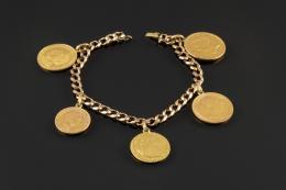PULSERA Fabricada en oro de 18k, con cinco monedas colgando(Alfonso XIII - Victoria Eugenia 1969EE.UU., Eduardo VIII 1904, dos pesos cubanos 1916)