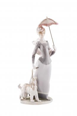 LLADRÓ Dama con sombrilla y perrito