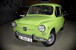 SEAT 600 E Combustible: GASOLINA . SEAT 600 E 1977El SEAT 600 es el gran mito del despegue del motor en España. El SEAT 600E, a partir de 1970, incorpora mejoras como las puertas abisagradas delante, los faros de mayor diámetro montados con un anillo crom