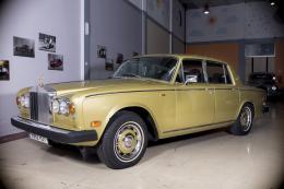 ROLLS ROYCE SILVER SHADOW II Motor: 6.7 V8 . Potencia: 190 CV . Km: 70.000 KM . Combustible: GASOLINA . ROLLS-ROYCE SILVER SHADOW IIEl Rolls-Royce Silver Shadow es un coche de lujo producido en varias formas entre 1965 y 1980. Fue el primer Rolls-Royce en