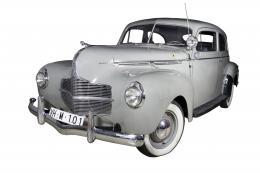 DODGE DeLuxe Coupe Km: 12318 millas . DODGE DELUXE COUPE 1940 BUSINESS grisLa empresa Dodge fue fundada por los hermanos Horace y John Dodge en 1900. La producción de automóviles comenzó en 1914, en 1928, Chrysler se hizo cargo de Dodge. La confiabilidad
