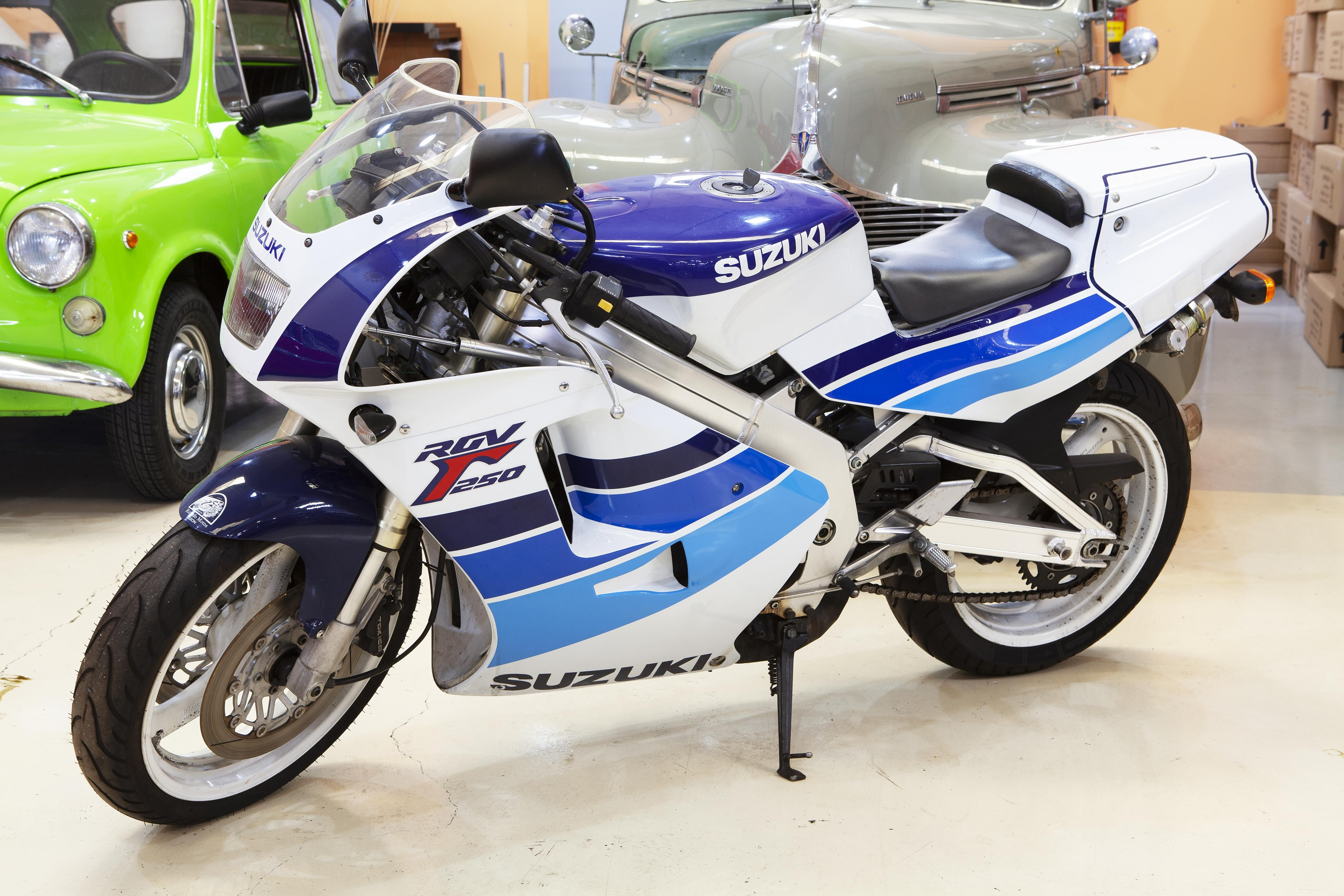 SUZUKI RGV 250 2T