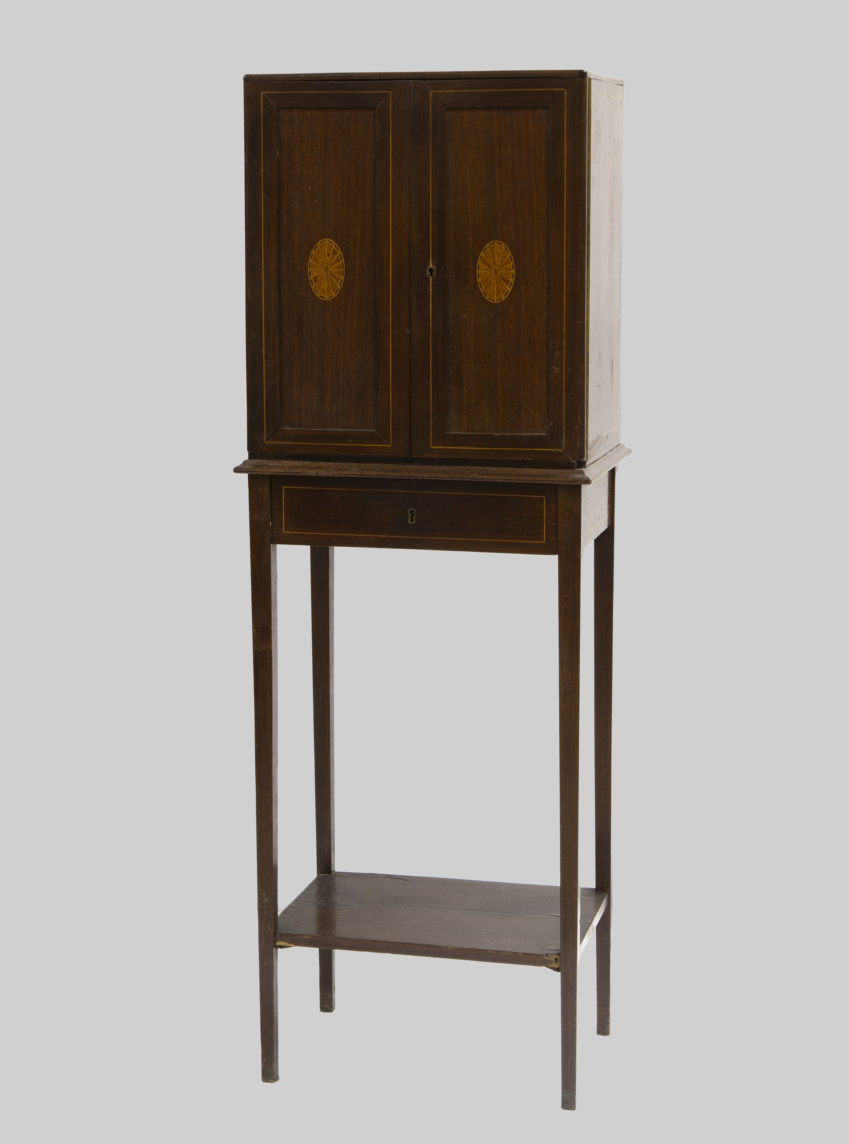 CABINET ON STAND INGLÉS, S.XIX